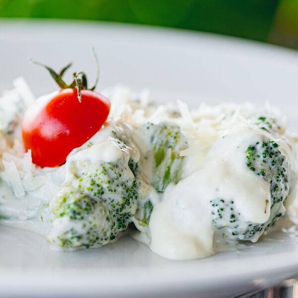 Broccoli in cream sauce