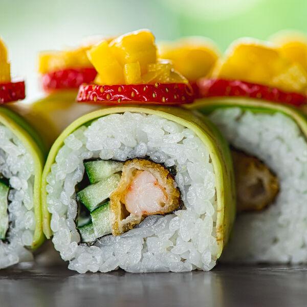 Ebi tempura with mango